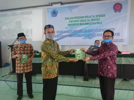 Dosen Unismuh Palu Hasilkan Buku New Normal